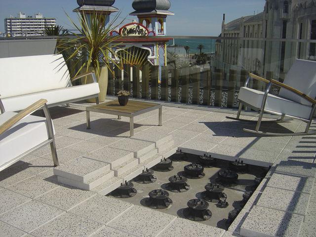 Quels sont les avantages des plots terrasse plots for Recouvrir une terrasse carrelee