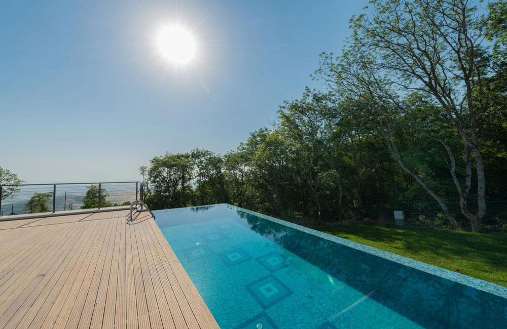 Terrasse design pour piscine