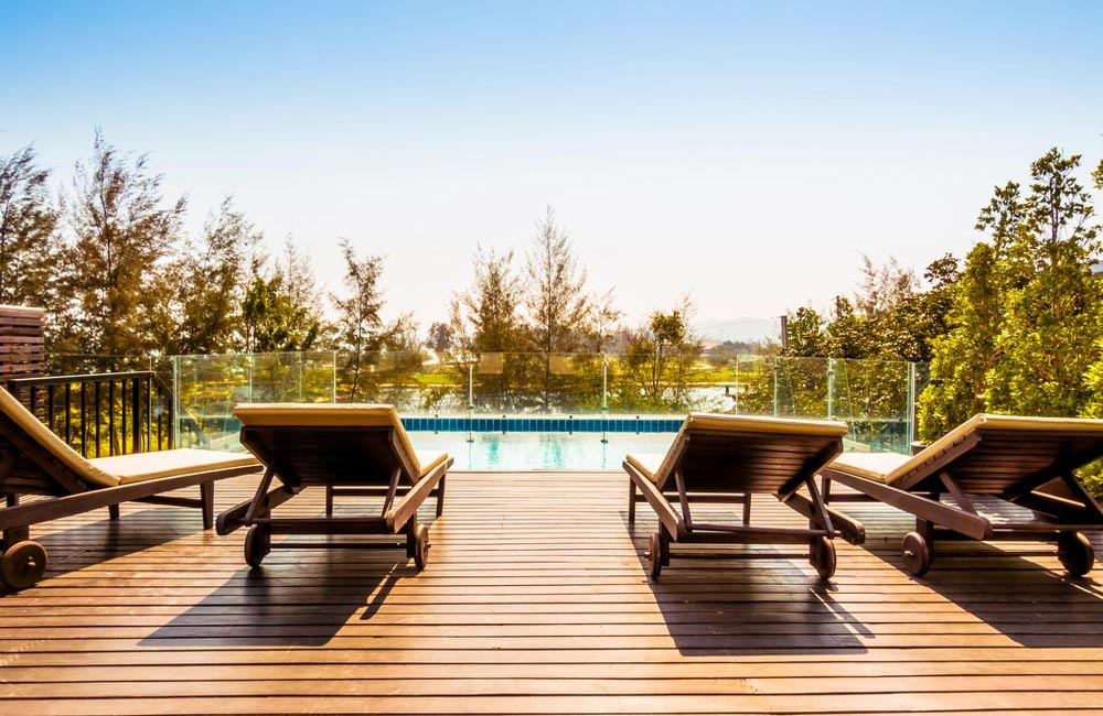 Terrasse moderne pour piscine