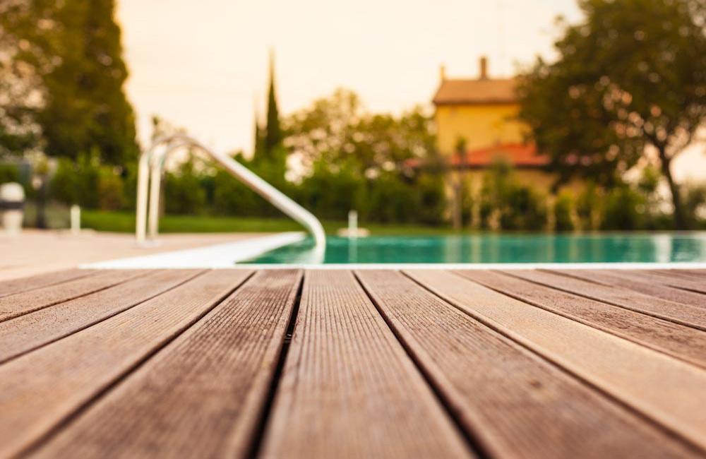 Terrasse pas cher pour piscine