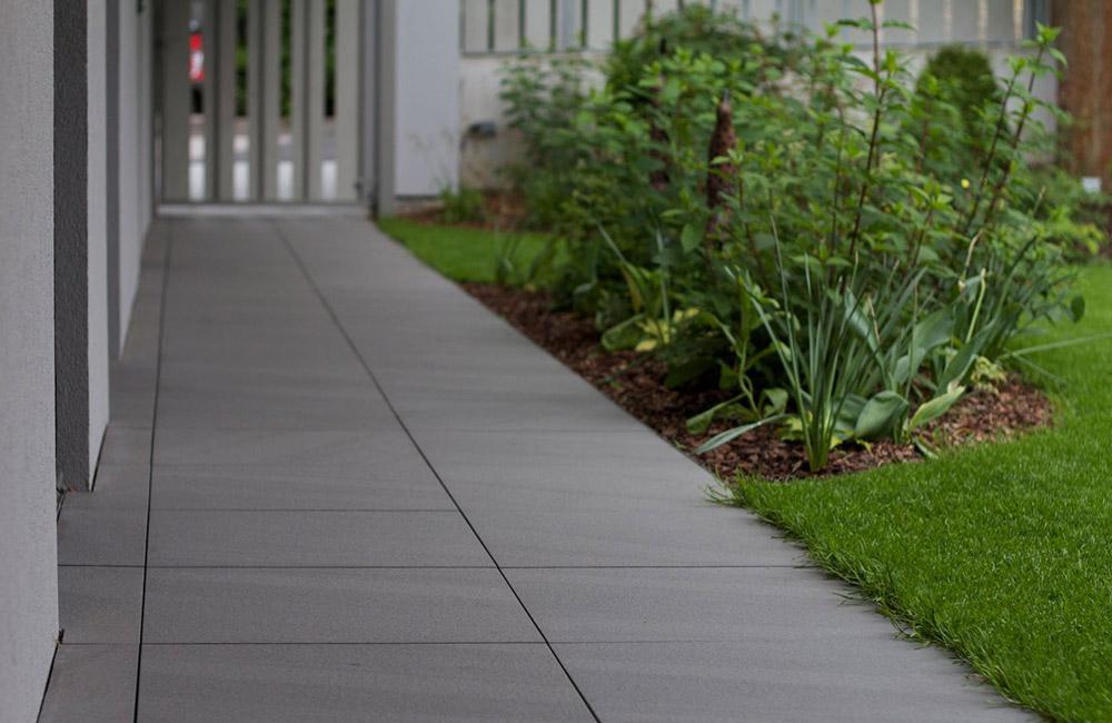 Plot terrasse jouplast h 80 140 mm r glable pour dalles for Plot plastique terrasse